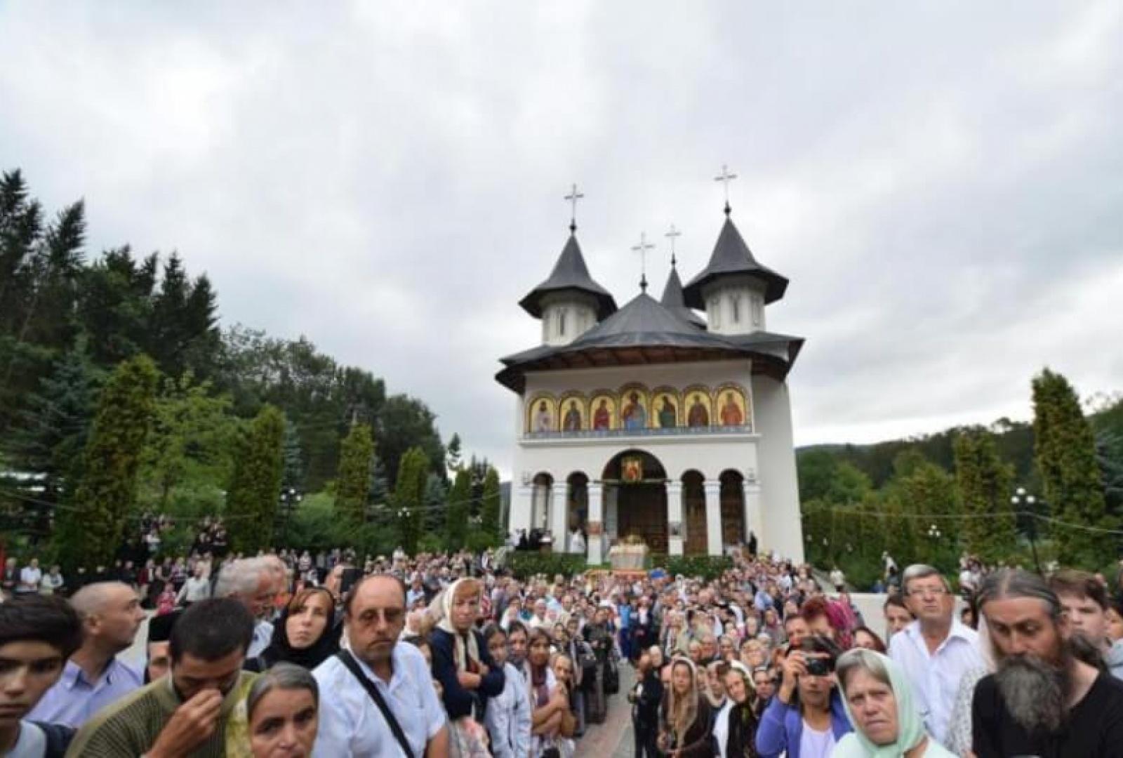 hram-manastirea-sihastria-foto-tudorel-rusu_6