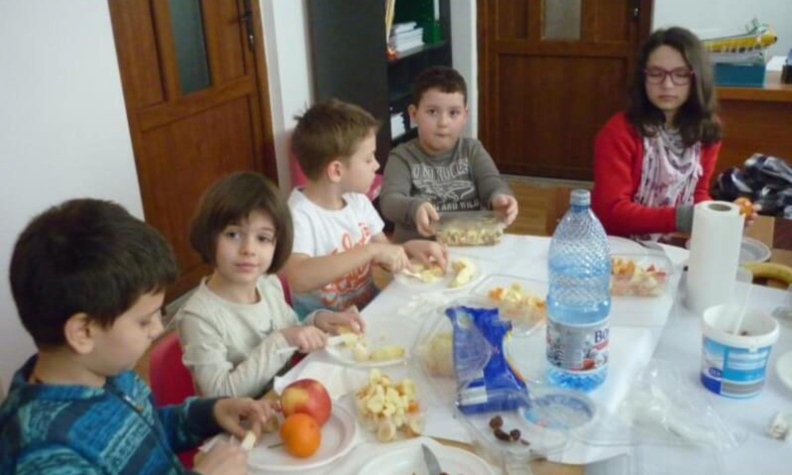 atelier_copii-_salata_de_fructe1