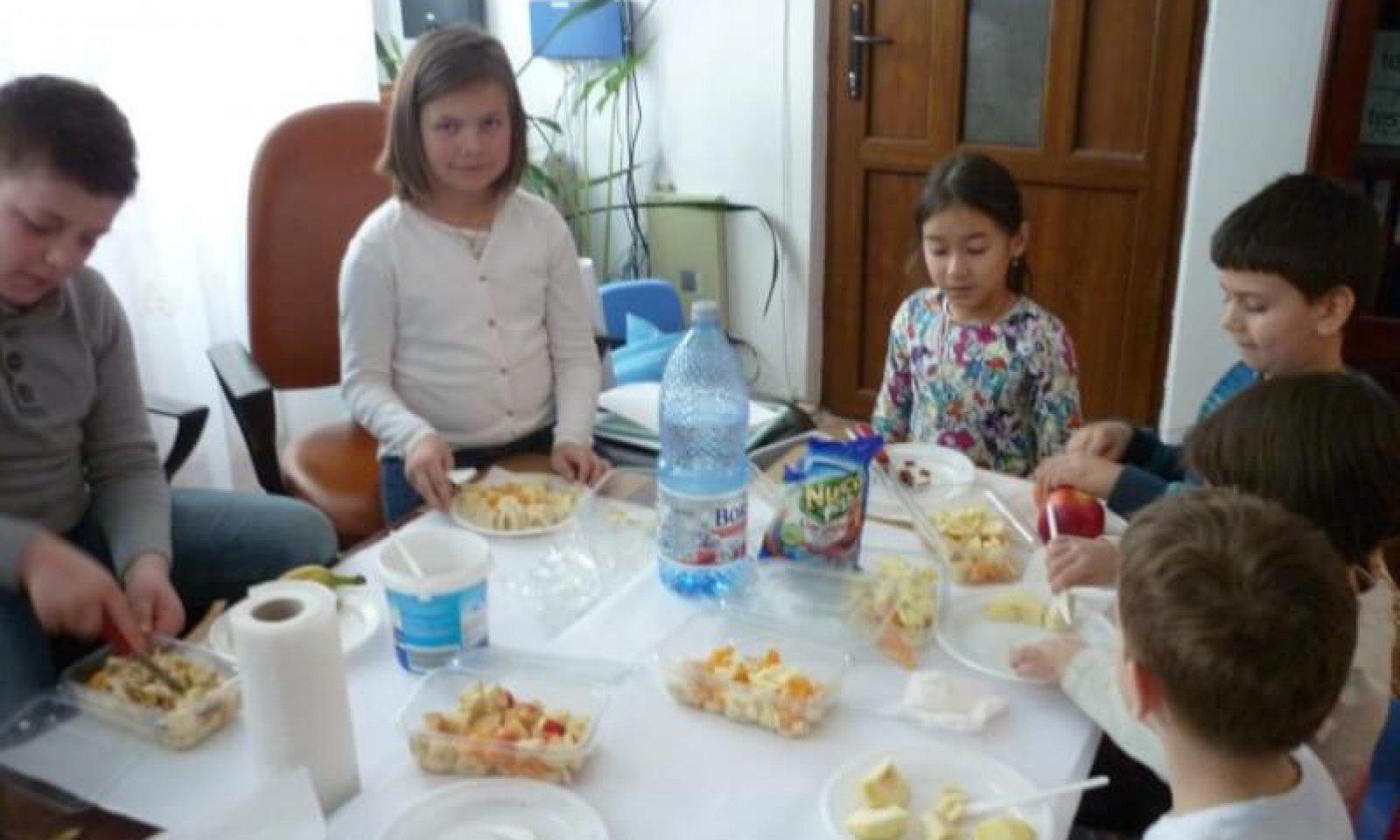 atelier_copii-_salata_de_fructe2
