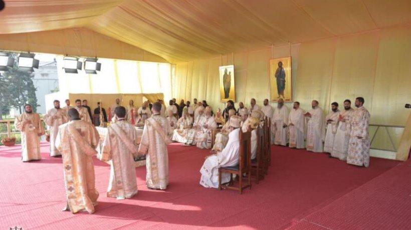 6.000_tineri_ortodocsi_la_sfanta_liturghie_de_la_catedrala_mitropolitana_din_iasi_7