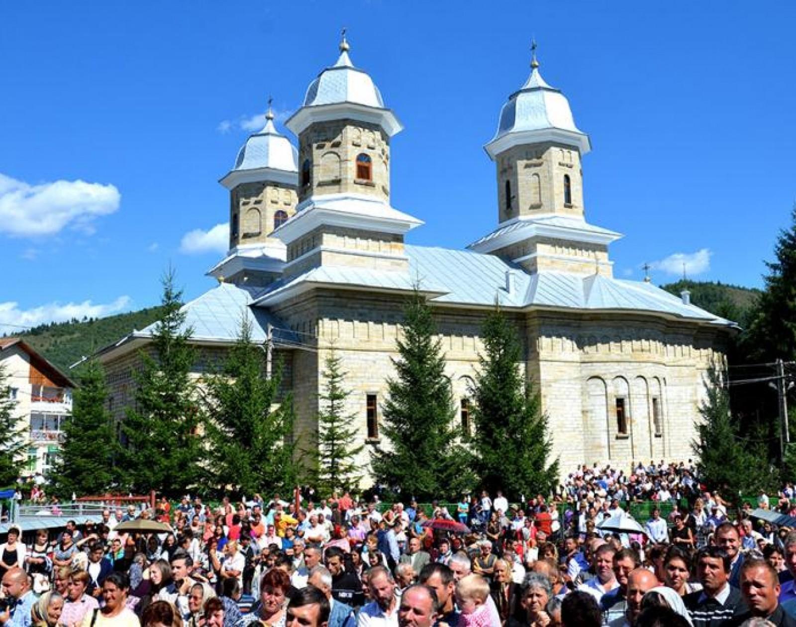 resfintire-biserica-pipirig_ 1