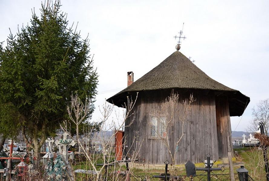 biserica-lemn-tisa-silvestri_w1000_h667_q100