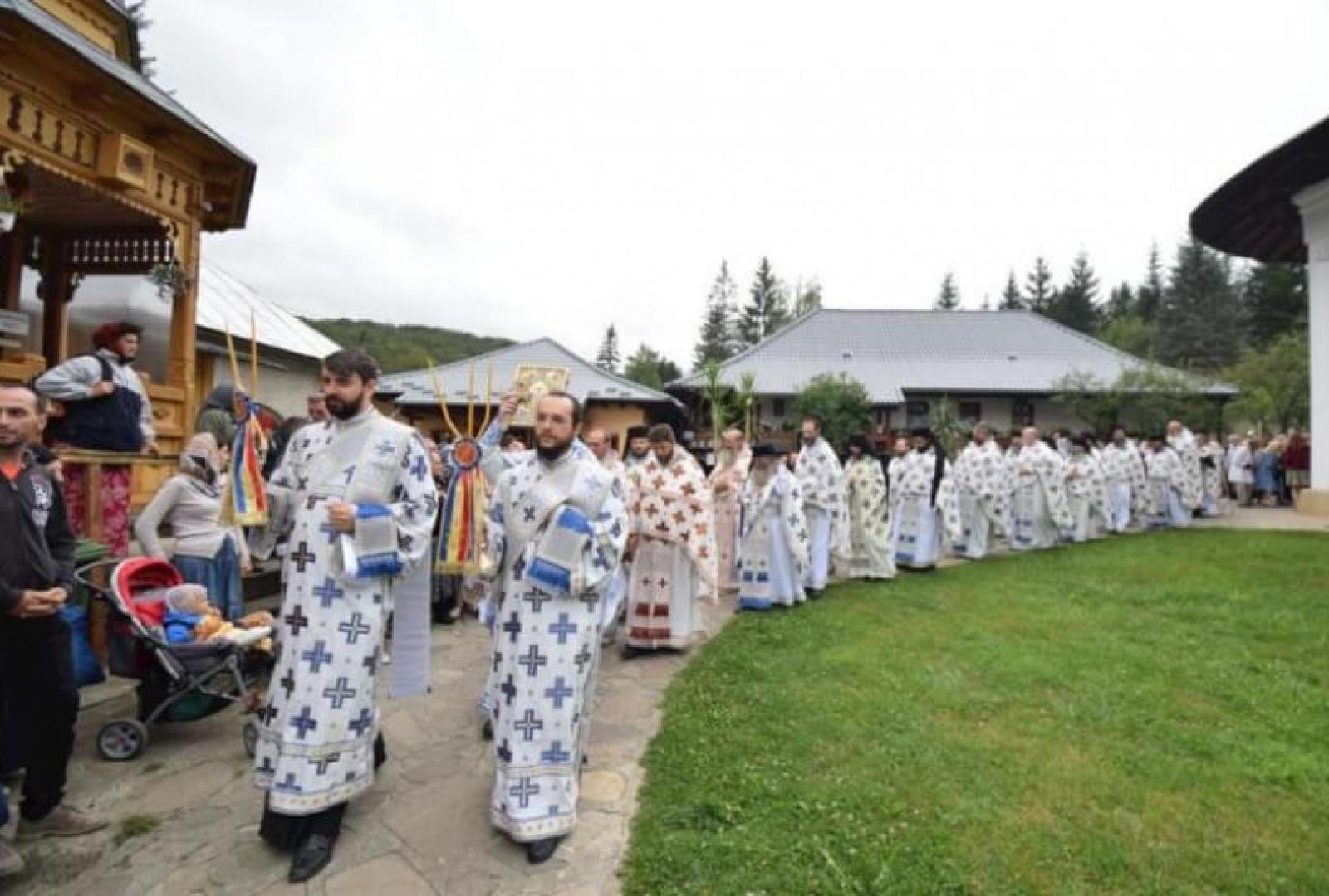 hram-manastirea-sihastria-foto-tudorel-rusu_4