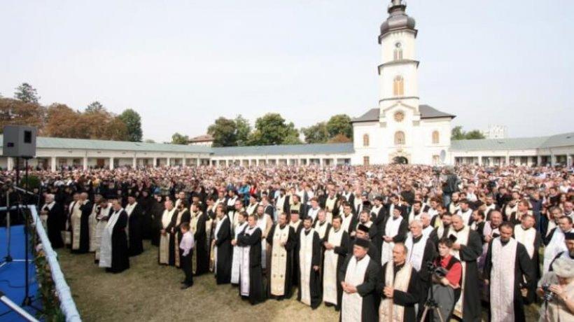 img_3362_multime_credinciosi_liturghie_cojan_medie
