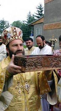 2001-aducerea-moastelor-sf.-gheorghe-la-biserica-sf.-gheorghe-din-bacau