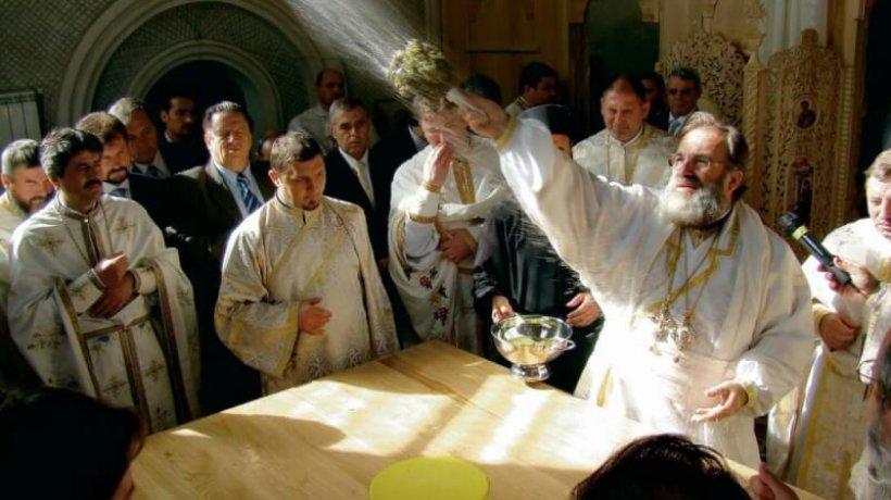 2010-sfintire-catedrala-moinesti-prel